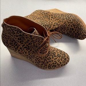 NWT Lucky Brand leopard print wedges